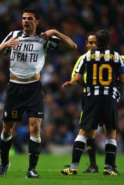 El goleador Vincenzo Iaquinta fue el encargado de mandar el balón al fon...