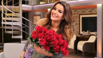 Clarissa Molina no sabe quién le regaló unas hermosas flores que recibió...