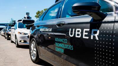 Uber decidió suspender el uso de sus vehículos autó...