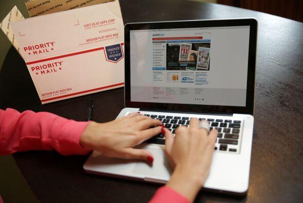Luego voy a usps.com/espanol, donde puedo realizar el envío con pocos cl...