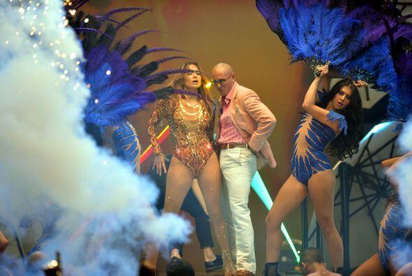 JLo y Pitbull son candela pura en el escenario, ¡terminaron empapados de...
