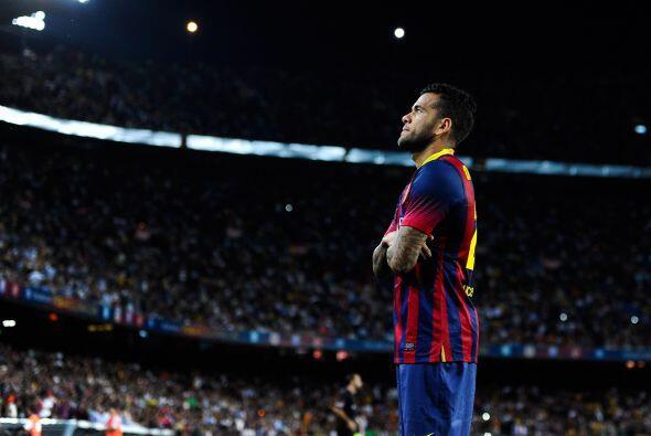 Un brasileño levantó la voz, Dani Alves, jugador del Barcelona F.C, se u...