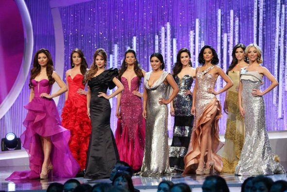 Las 10 finalistas desfilaron los trajes de gala de Eduardo de las Casas.