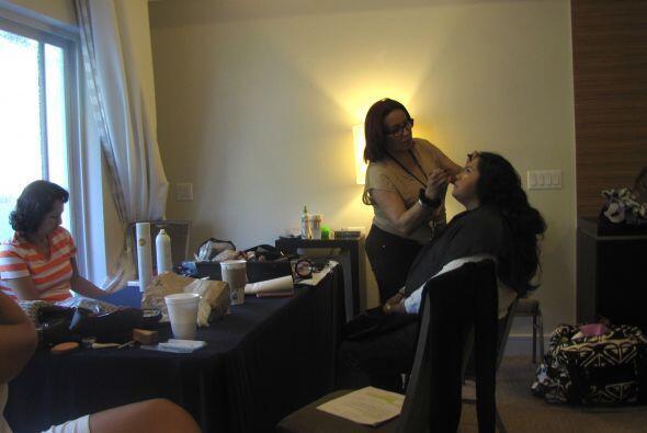 Esto sucedía en en el cuarto de maquillaje y peinado.