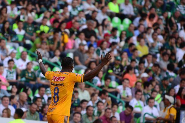 La afición: Existieron problemas a las afueras del Estadio Corona, Santo...