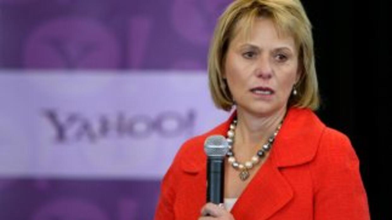 La CEO de Yahoo! fue despedida por teléfono.