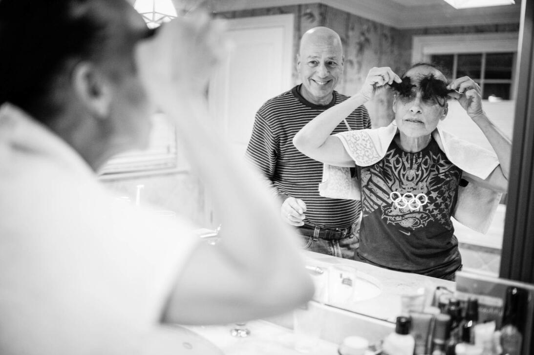 Una tarde papá cortó el cabello de mamá, aunque sabía que comenzaría a c...