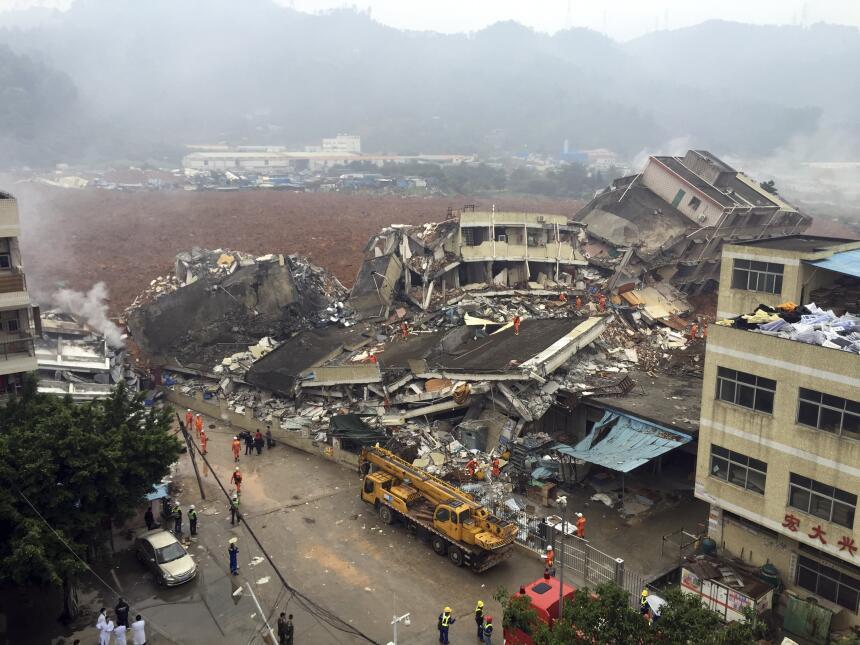 Desastre en China: deslizamiento de tierra sepulta 30 edificios desastre...