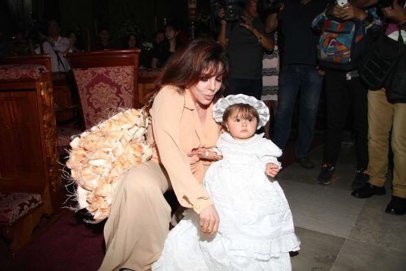 Se veía encantadora con su vestido blanco.