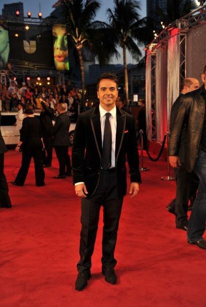 Luis Fonsi llegó como todo un príncipe a la alfombra roja de Premio Lo N...