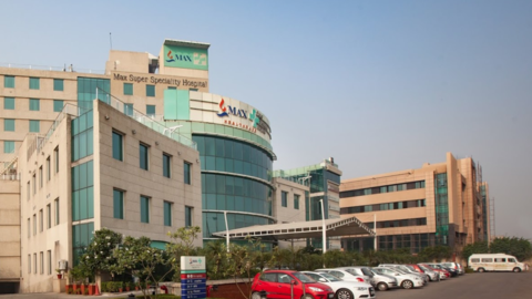 Fachada del Max Super Speciality Hospital, en New Delhi, donde se produj...