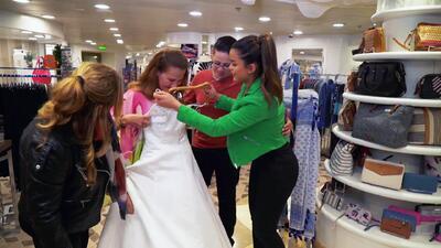 Clarissa Molina le entregó a una mujer su vestido de novia y esta fue la conmovedora reacción
