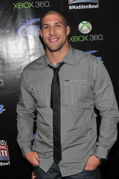 Brendan Schaub, estrella de la UFC, se bajó del octágono para asistir al...