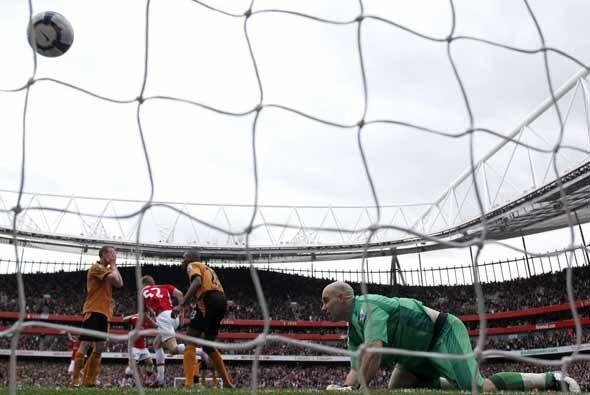 El Arsenal todavía mantiene sus aspiraciones gracias a este gol de Bendt...