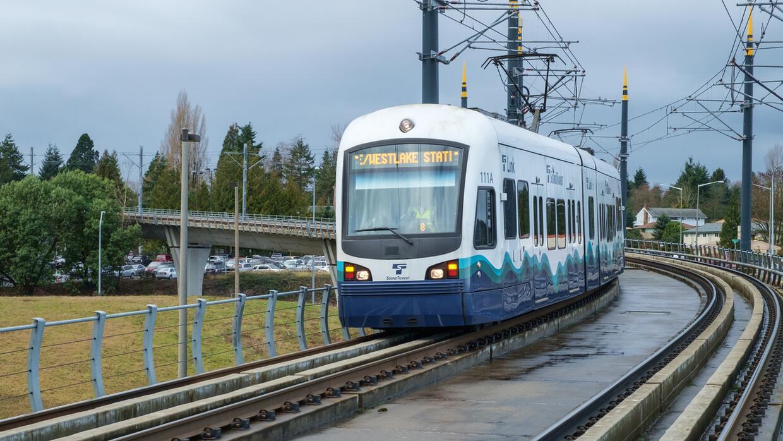 La red de trenes ligeros también conecta al aeropuerto de Seattle-Tacoma...