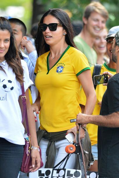 La brasileña es una de las musas más exóticas y espectaculares de Victor...