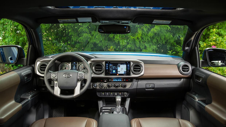 El nuevo tablero de la Toyota Tacoma 2016 tiene espacio de almacenamient...