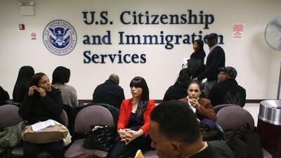 El servicio de inmigración de EEUU hará cambios a las tarifas de todos sus trámites