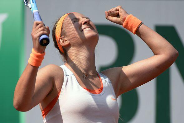 Azarenka alcanzó su primera semifinal de Roland Garros al eliminar por 7...