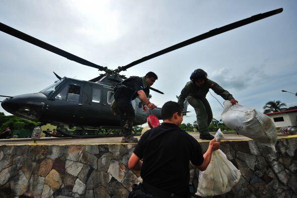 La Fuerza Armada venezolana patrulla desde aire y tierra la zona fronter...
