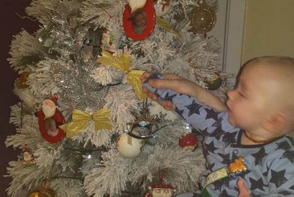 Su primer navidad. Seguro Santa les traerán muchos regalos.