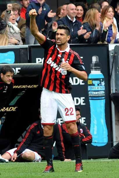 Dos goles de Marco Borriello sirvieron para que Milan al menos rescatara...