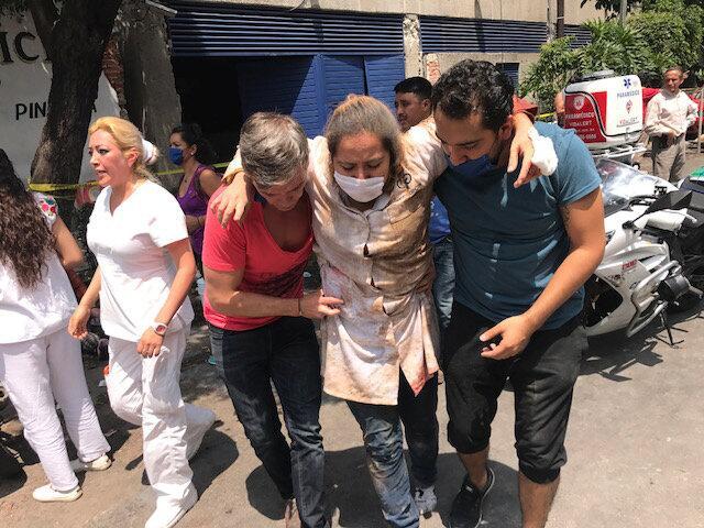 Algunas personas se han reportado heridas y están siendo asistidas por l...