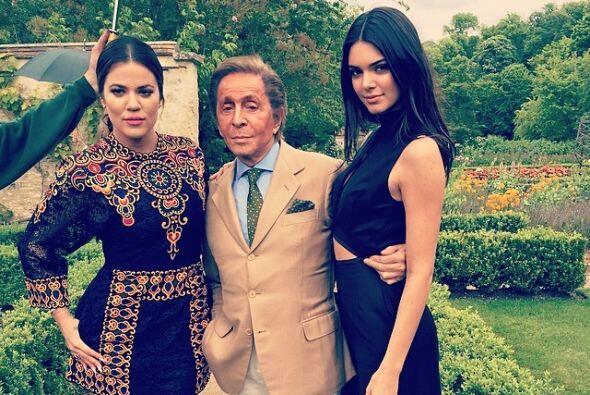 Kendall y Khloe también posaron con Giancarlo Giammetti, presidente de l...