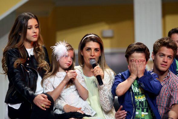 Los niños del elenco ponen todo su esfuerzo para que todo salga perfecta...