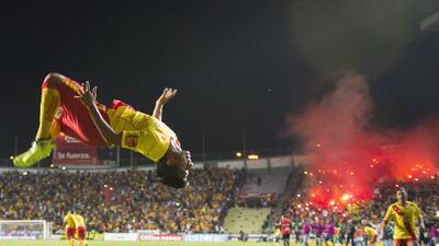 Fiesta mexicana de goles, golpes y gritos en el Tigres 3-3 Morelia porta...