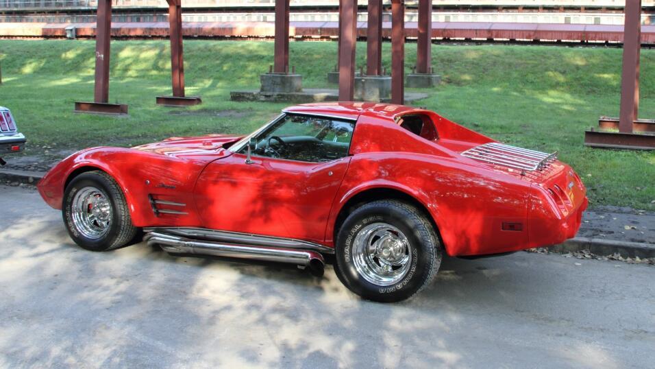 El Corvette C3 de 1975 llevaba un motor de V8 5.8 litros, con una potenc...