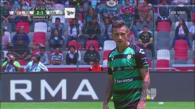 Cada balón parado pone a temblar a Toluca, pero Santos perdona