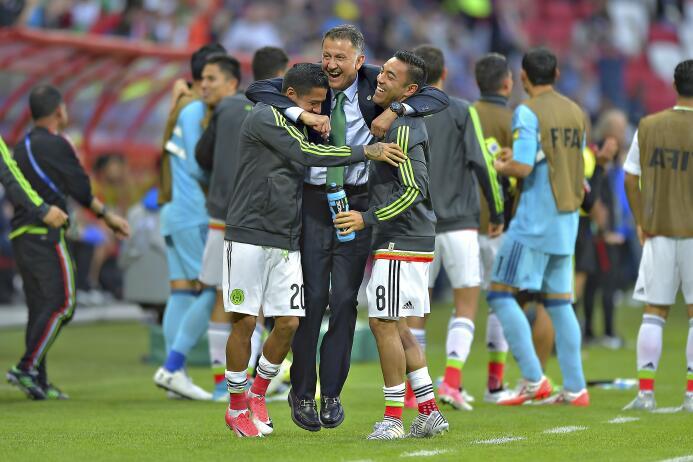 En el último minuto del partido, practicamente, Héctor Moreno saltó en e...