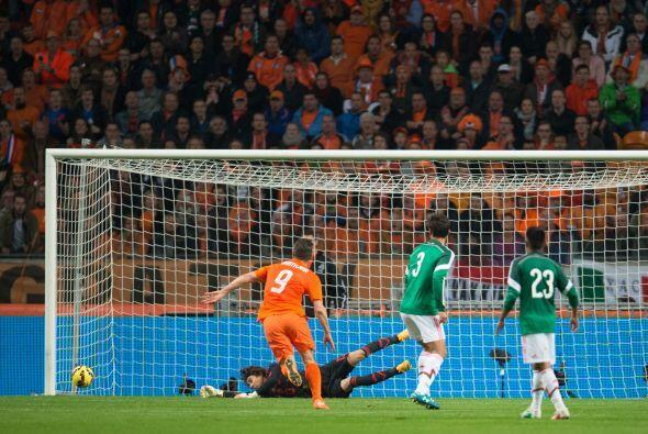 Al minuto 42 Jan Huntelaar se perdería la más clara del primer tiempo, e...