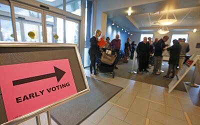 Los electores de Utah comenzaron a emitir sus votos este martes 25 de oc...
