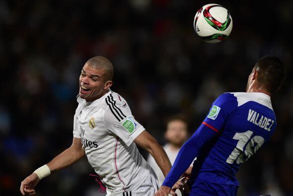 La defensa del Madrid sólo tendría un verdadero susto en un disparo de P...
