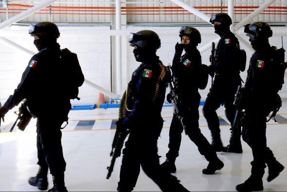 El mismo día, la Policía Federal envió a Morelia 600 agentes para reforz...