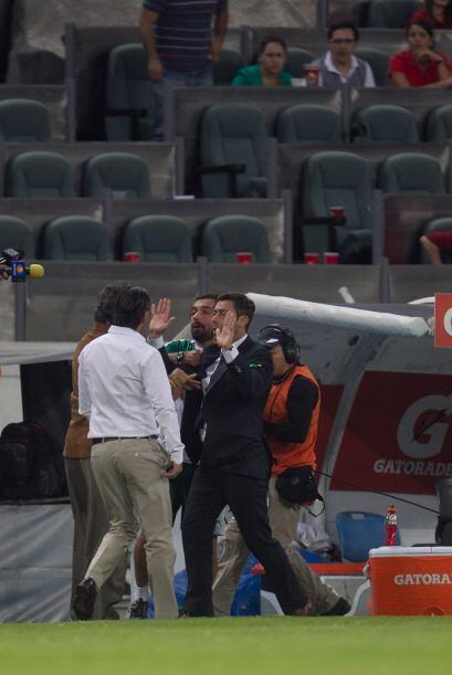Tomas Boy se encara con Darwin Quintero tras el partido de liguilla en e...