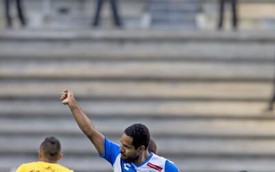 La debacle del 'Chepo' de la Torre Brayan Angulo celebra su gol de Puebl...
