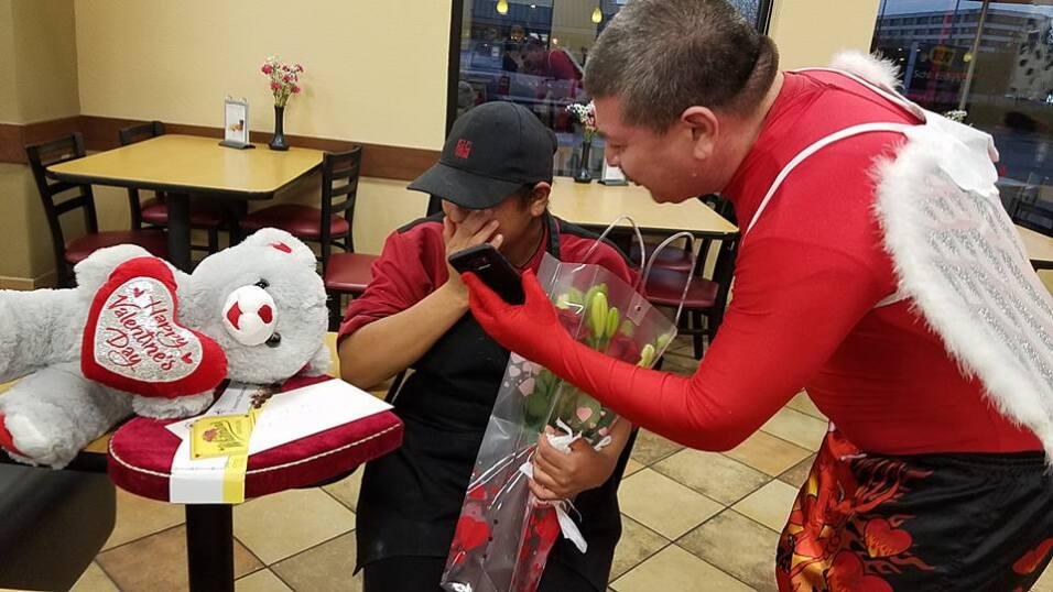 El Turky celebra el amor con radioescuchas en Houston  16730313_10155117...