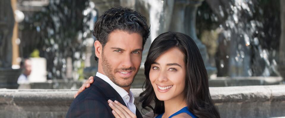Esmeralda Pimentel y Erick Elías protagonizan El Color de la Pasión.