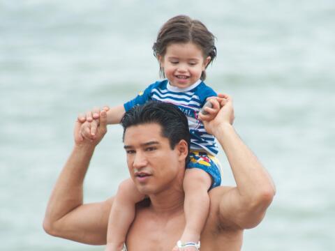 Mario López en la playa