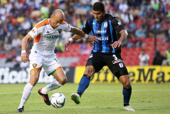 Chiapas y Querétaro. Sergio Bueno no encuentra el rumbo de su equipo tra...