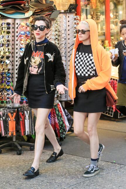 Kristen Stewart y St. Vincent paseando