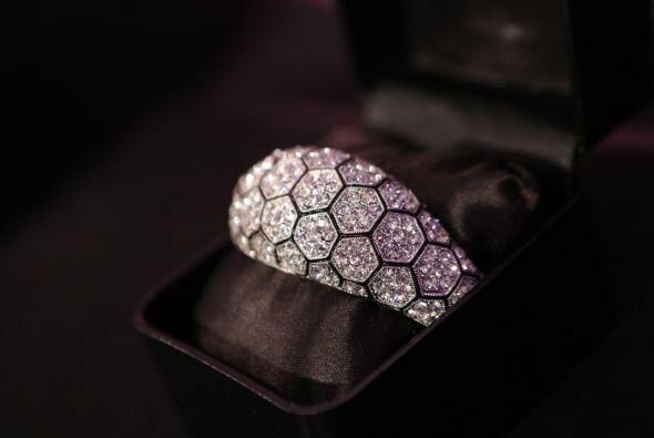Sus joyas han aparecido en varias series de televisión y en revistas de...