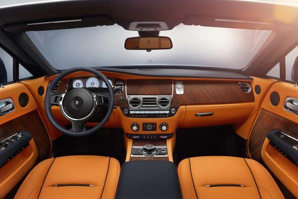 El Rolls-Royce Dawn se conocerá públicamente en los próximos días cuando...