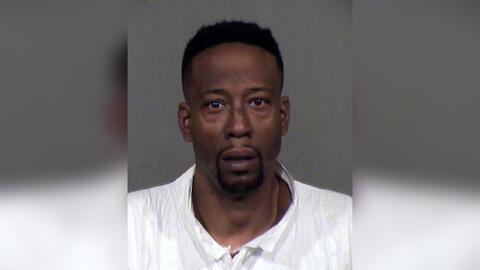 Anthony Ross está acusado de matar a su expareja y a dos menores...