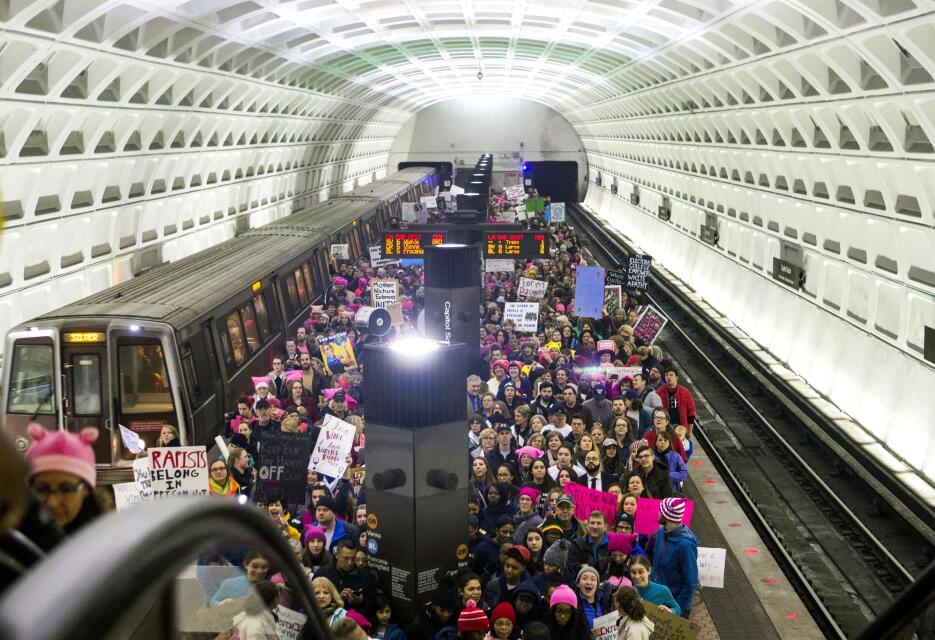 Una gran multitud rosa se toma Washington D.C. GettyImages-632291180.jpg