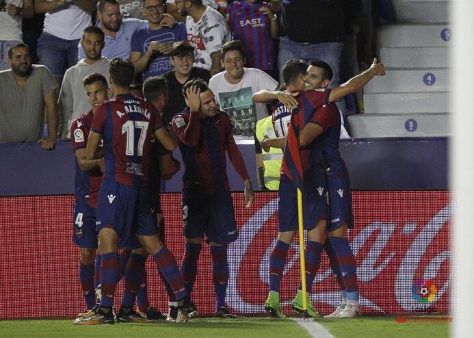 Levante goleó a la Real Sociedad; Carlos Vela disputó los 90 minutos dkr...