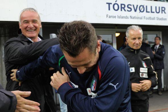 Creemos que Ranieri debe contar unos chiste muy buenos, pues Cassano se...